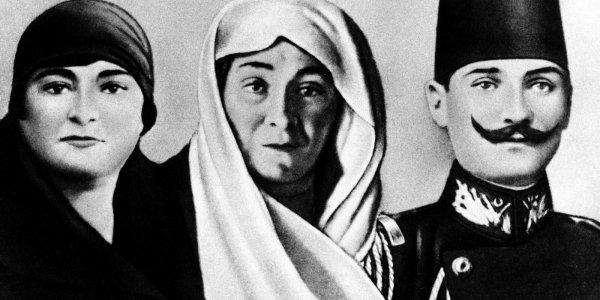Mustafa Kemal'in annesi Zübeyde Hanım ve kiz kardeşi Makbule  Atatürk's mother Zübeyde Hanım and his sister Makbule